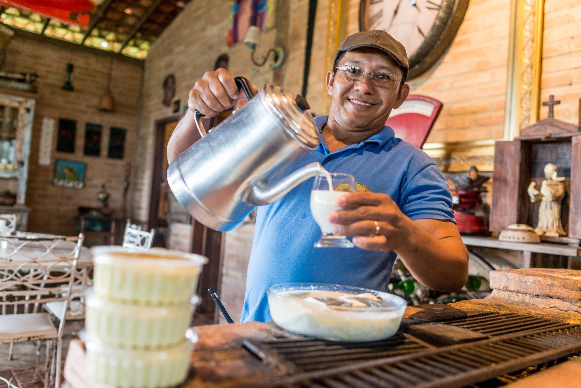 Irmão trabalha no Hotel Fazenda Vitória. Produtos produzidos com leite de búfalo