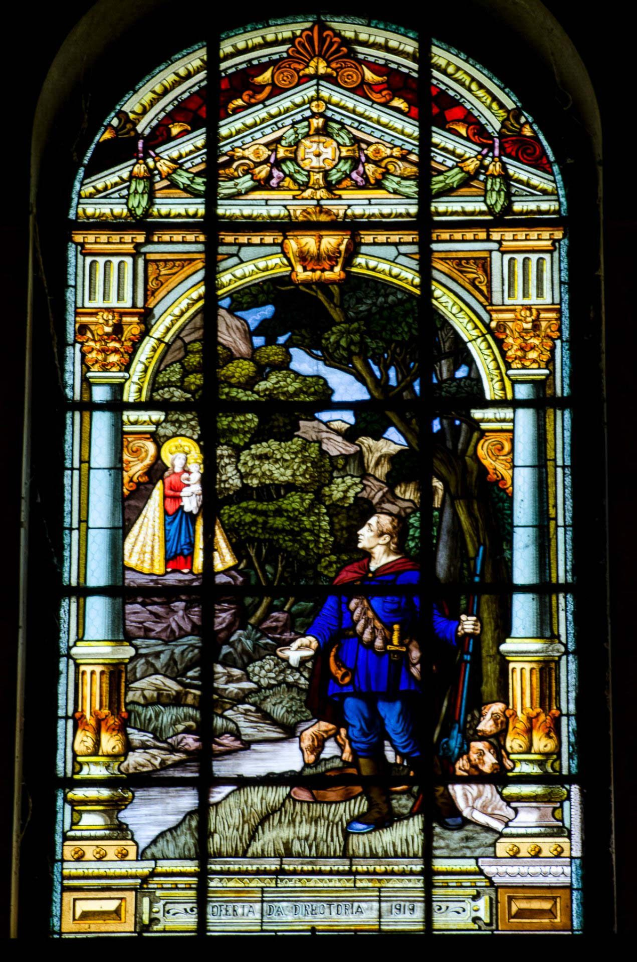 Plácido caçador encontra a imagem - Vitrais da Basílica de Na