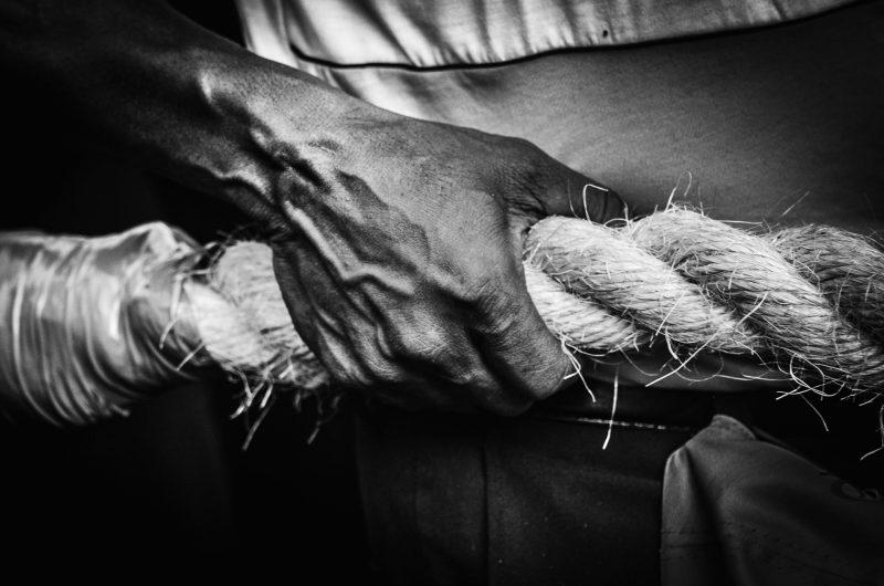 7 - Segurar a corda