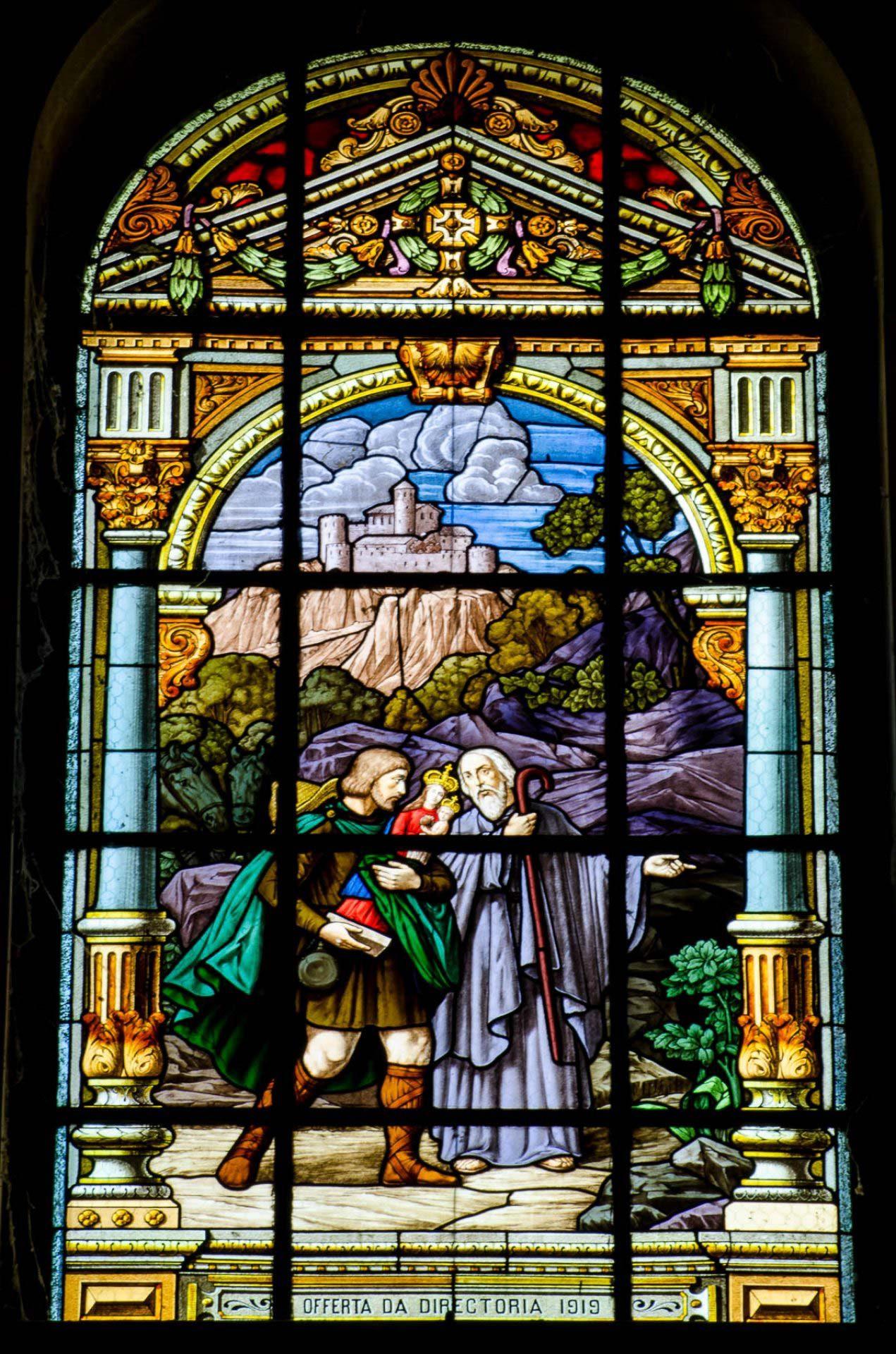 Monge abade romano leva a salvamento a imagem  - Vitrais da Bas